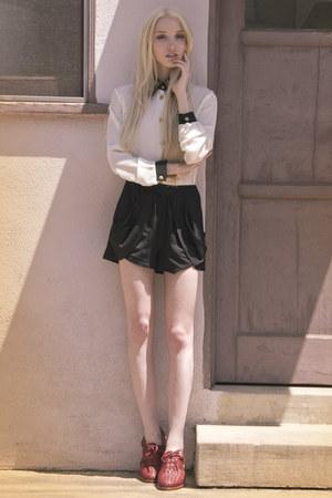 Loeffler Randal shorts - Thorocraft shoes - vintgae blouse