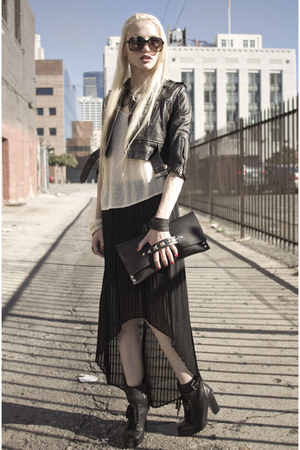 Stanton James necklace - Viparo jacket - girl on a motorcycle bag