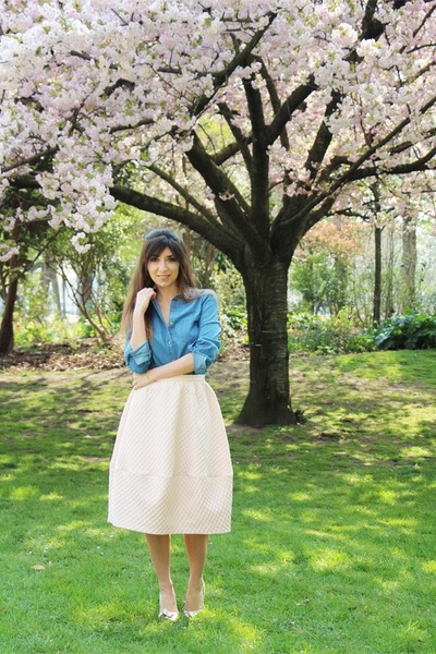 sky blue jean MonShowroom shirt - eggshell Topshop skirt