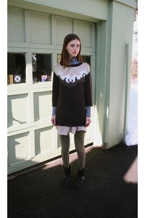 gray H&M sweater - green American Apparel leggings - black Frye boots