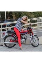 red jeans - red Zara jeans - silver Aldo heels