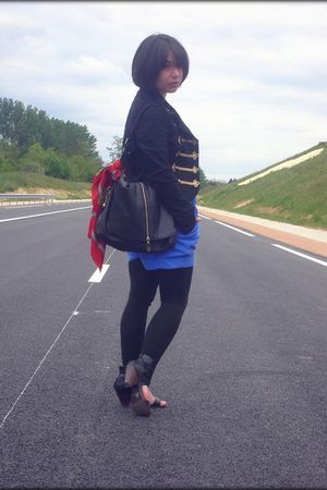 H&M blazer - Kookai t-shirt - H&M shorts - Jacqueline Riu shoes - Kipling access