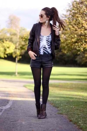 white silver earrings - balck leather boots - black jacket