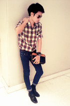 navy skinny jeans HL jeans - black leather shoes - brick red flannel shirt