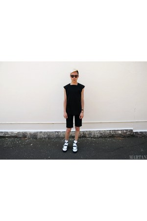 black MARTAN top - Jeffrey Campbell boots - Nique shorts - acne sunglasses