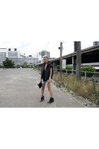 black MARTAN bag - light blue DIY shorts - black Winston Wolfe vest