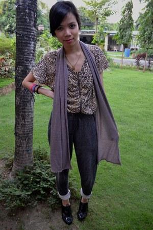 Bayo scarf - leopard print The Ramp top - Forever 21 pants - Zara heels