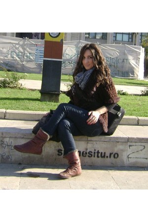 brown stradivarius boots - zara jeans - heather gray kenvelo scarf