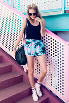 leather H&M bag - palm print Forever 21 shorts - H&M sneakers