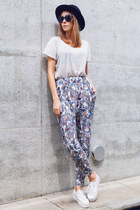 white harem Monki pants - black felt vintage hat - white H&M sneakers