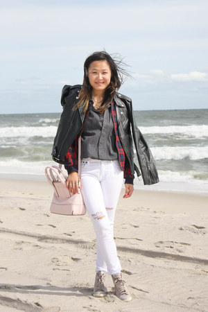 white denim Pistola Denim jeans - black leather vintage jacket