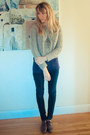 Navy-skinny-jeans-beige-cropped-sweater-deep-purple-tank-top