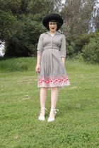 black vintage gingham dress - black vintage hat - white espadrilles wedges