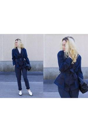 white Zara shoes - navy H&M jacket - off white pull&bear shirt