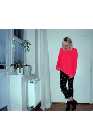 hot pink neon Topshop sweater - black Shoes by Teddy boots
