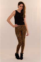 Black-rayon-iikoy-top-light-brown-cotton-iikoy-pants