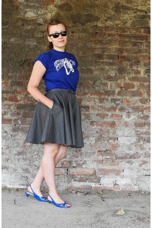 blue cotton t-shirt - dark gray denim MiciMici skirt