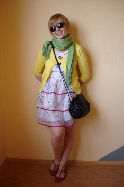 emily the strange top - Zara sweater - united colors of benetton scarf - my own