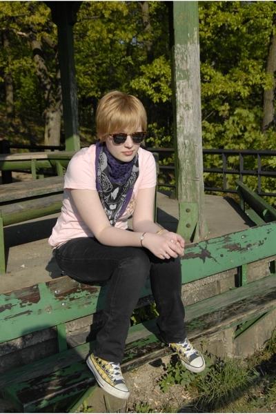 Roxy t-shirt - H&M scarf - Diesel jeans - Converse shoes - grannys vintage sungl