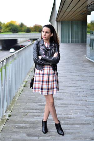 black Boohoo boots - white Boohoo dress - black monoprix bag - black Zara vest