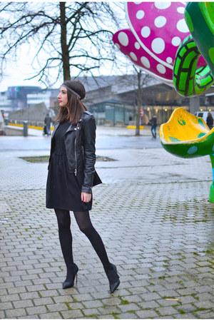 black AMERICAN VINTAGE skirt - black Zara vest - black Zara heels