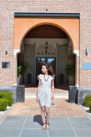 ivory tintoretto dress - black Zara sandals
