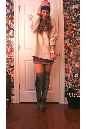 white oversized H&M sweater - dark green wedges Shoedazzle boots