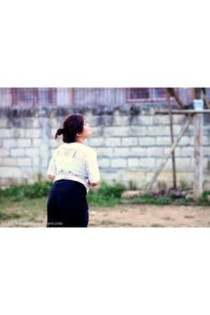 black cotton pants - white cotton top - black Celia heels