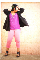 purple top - black Pima cotton coat - pink jeans - black shoes - green 2 ptos