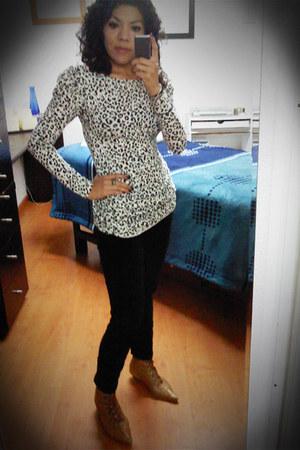 Shasa blouse - Zara jeans - Zara boots