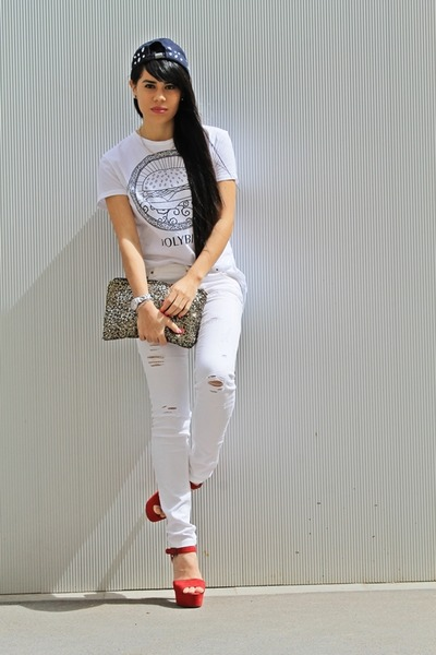 white t-shirt - red sandals - cream pants