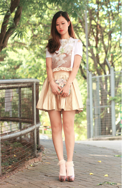 gold rare london skirt - ivory inchchild t-shirt - coral Miu Miu heels