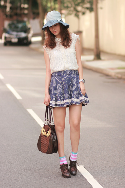 blue from laurustinus skirt - bubble gum H&M socks - ivory Chicwish vest