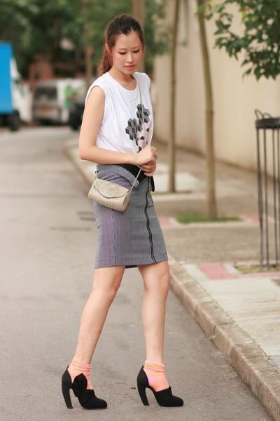 charcoal gray Le Mont St Michel skirt - bubble gum H&M socks