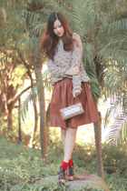 eggshell romwe sweater - tawny Chicwish skirt