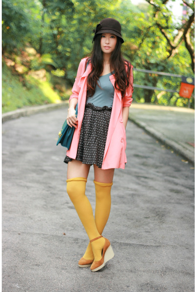 gold Chloe shoes - brown Pull & Bear skirt - blue H&M vest