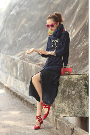 navy Front Row Shop dress - hot pink Valentino bag - red Aquazzura flats