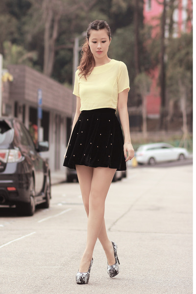 black romwe skirt - light yellow Editors Market top - black sleeh heels