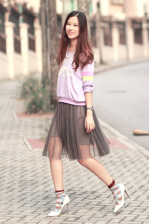 light purple awwdore sweater - magenta minga berlin socks