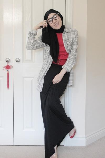 black maysaacom skirt - black maysaacom scarf - red miki house t-shirt - gray as