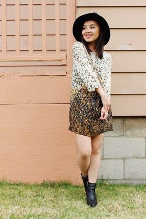 Forever21 boots - Zara dress