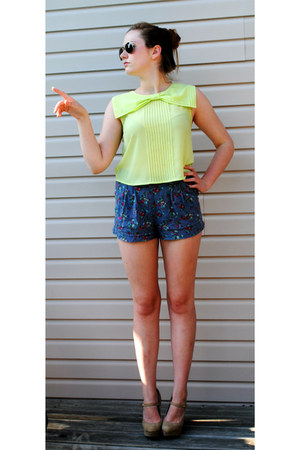 lime green shirt - violet shorts - brown sunglasses