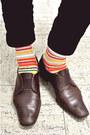 Beige-trench-coat-zara-coat-dark-brown-slip-on-giogio-armani-shoes