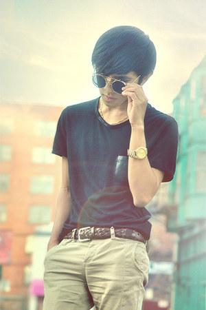brown braided belt belt - black Tshirt t-shirt - dark brown pants