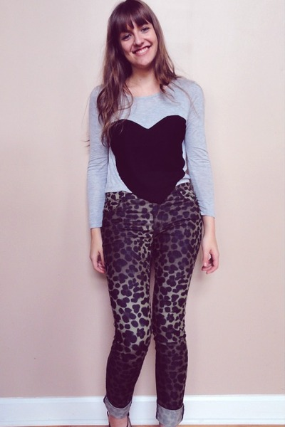 heather gray heart crop top Romwecom top - dark khaki leopard H&M pants