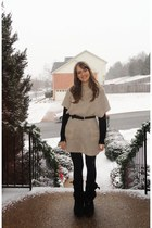 beige gifted top - black vintage belt - vintage leggings - black Ugg boots