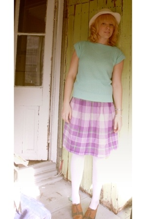 not sure shirt - 1385 skirt - HUE tights - no brand hat - naturalizer shoes
