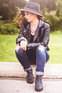 Blue-ripped-american-eagle-jeans-gray-wide-brim-aldo-hat