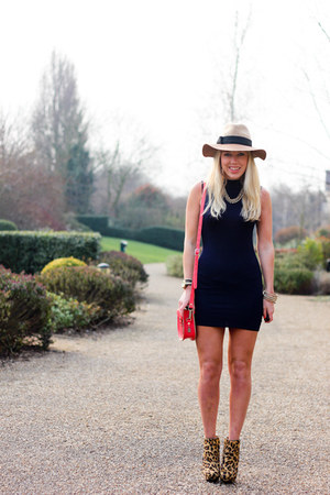 fedora Anthropologie hat - navy Missguided dress