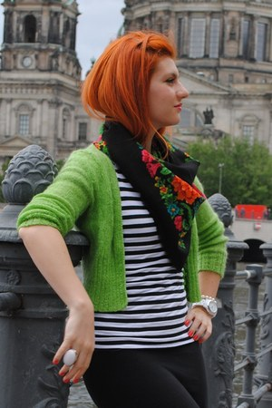 vintage scarf - vintage sweater - H&M skirt